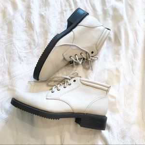 Vintage | 90's Cream Leather Lace Up Ankle Boots